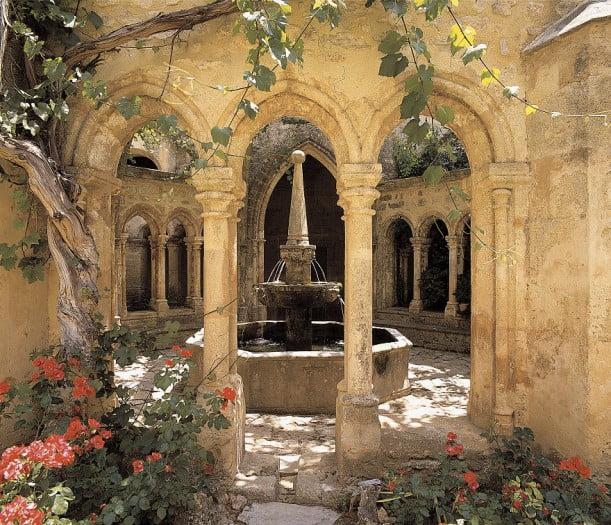 Fontaine lavabo de l'Abbaye de Valmagne