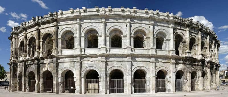Blanchiement des arènes de Nîmes
